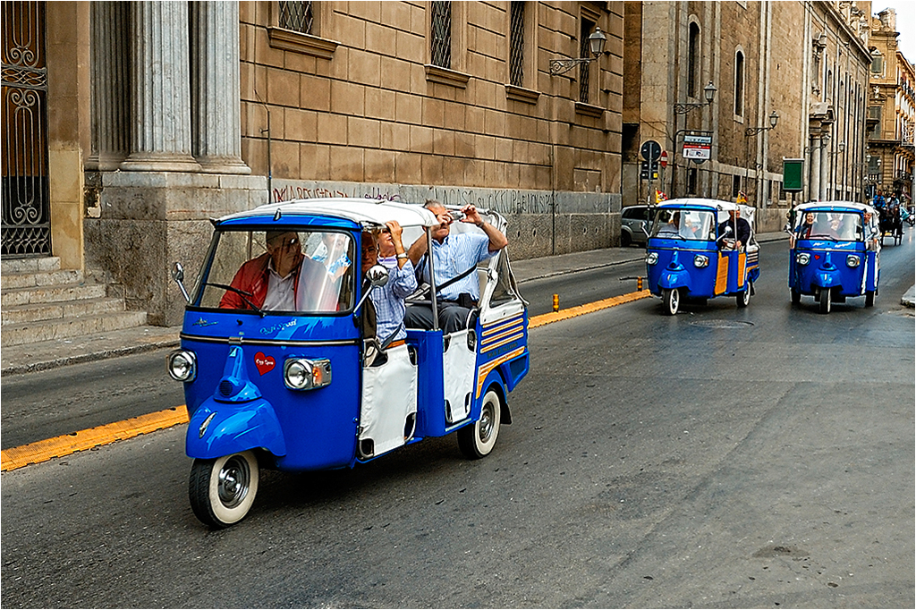 Three Blue Brothers - Ape taxi Palermo